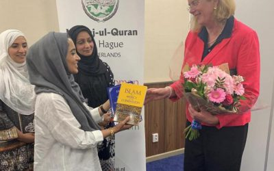 Bezoek van de burgemeester van Den Haag bij Minhaj-ul-Quran